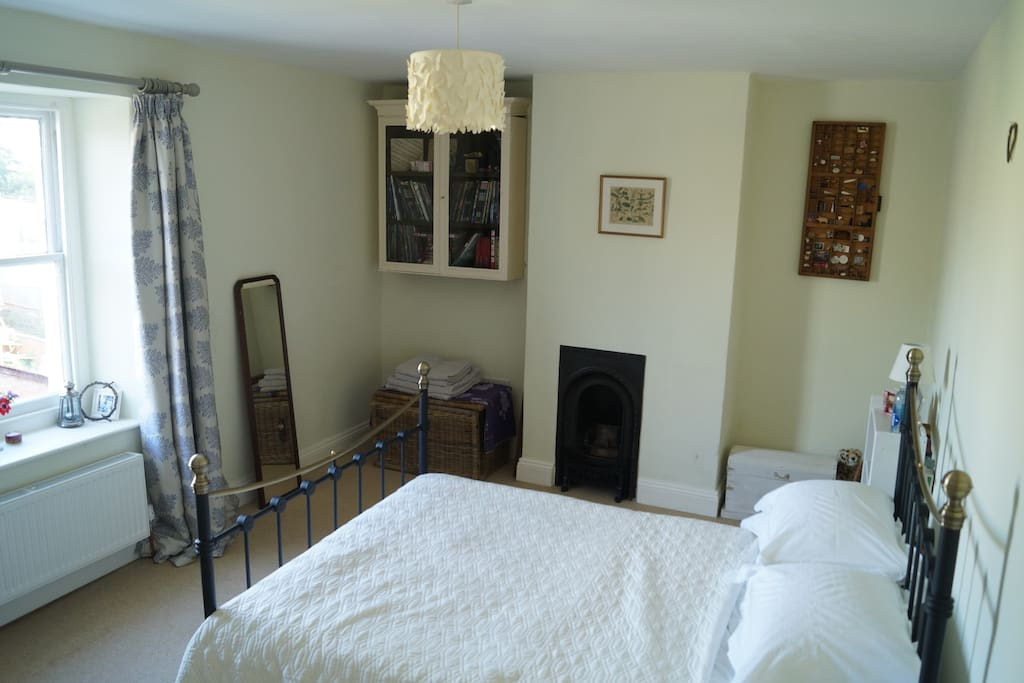 Large double bedroom with a view of the garden