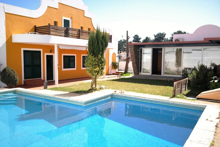 Bouganville Guest House (Intera Casa)