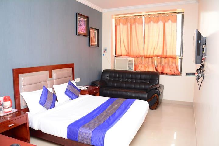 Pvt. Modern Room In Hotel Near  B.R.A.I  Airport
