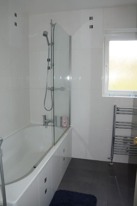 Main Guests bathroom with hot showers