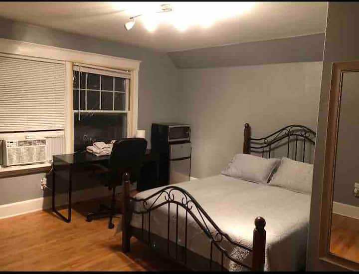 Room to rent in a great location!!!!!!