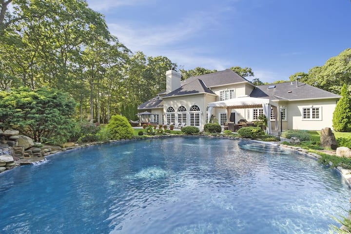Hamptons lifestyle with private pool, tennis, pond