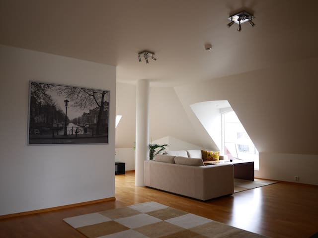 Downtown 85m2 top floor, with elevator. - Alesund - Apartment
