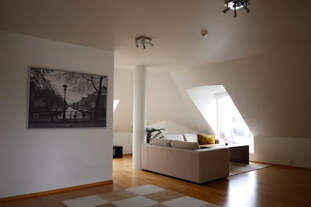 Downtown 85m2 top floor, with elevator. - Alesund - Apartamento