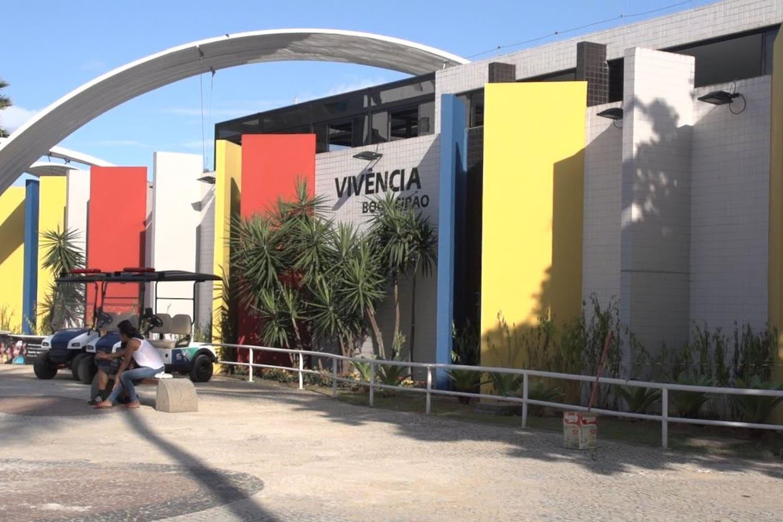 Estrutura do calçadão em frente ao prédio