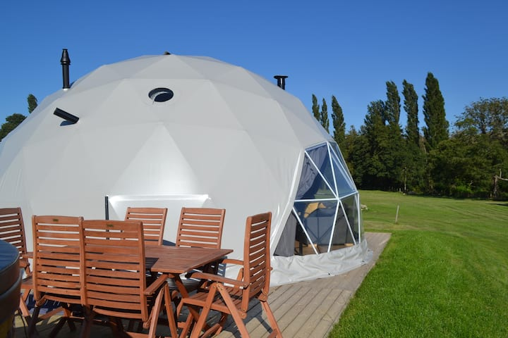 Geo Lodge: Rural, Spectacular Views, Hot Tub