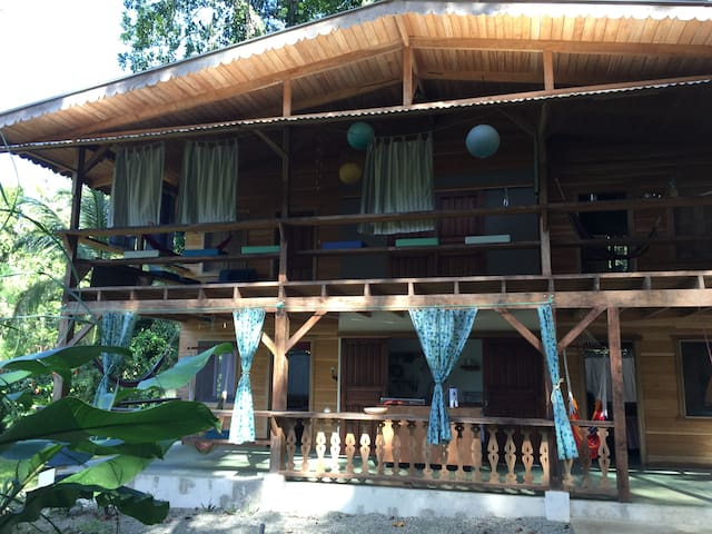 Punta Uva Limon Homes Airbnb