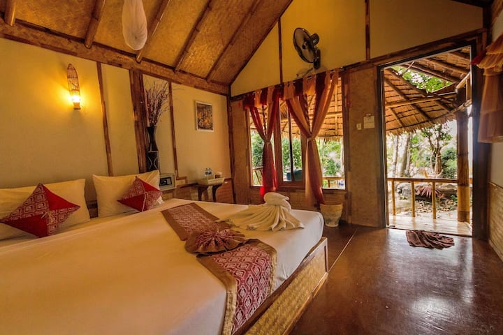 Cheap Bamboo Bungalow on Phi Phi!