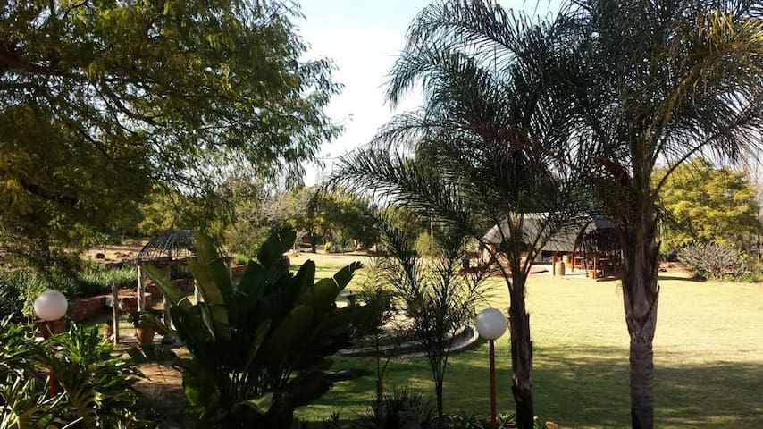 Mount Festiva Lodge - Pretoria - Bed & Breakfast