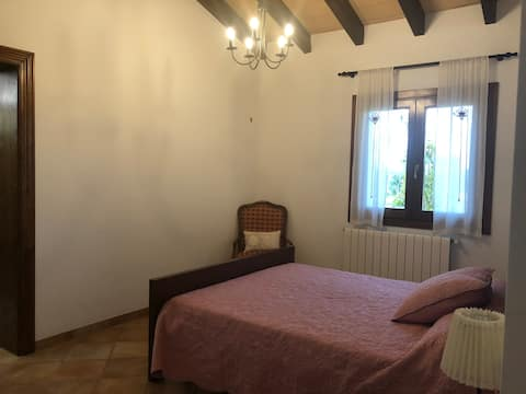 Llucmajor Basic Room with private access very nice