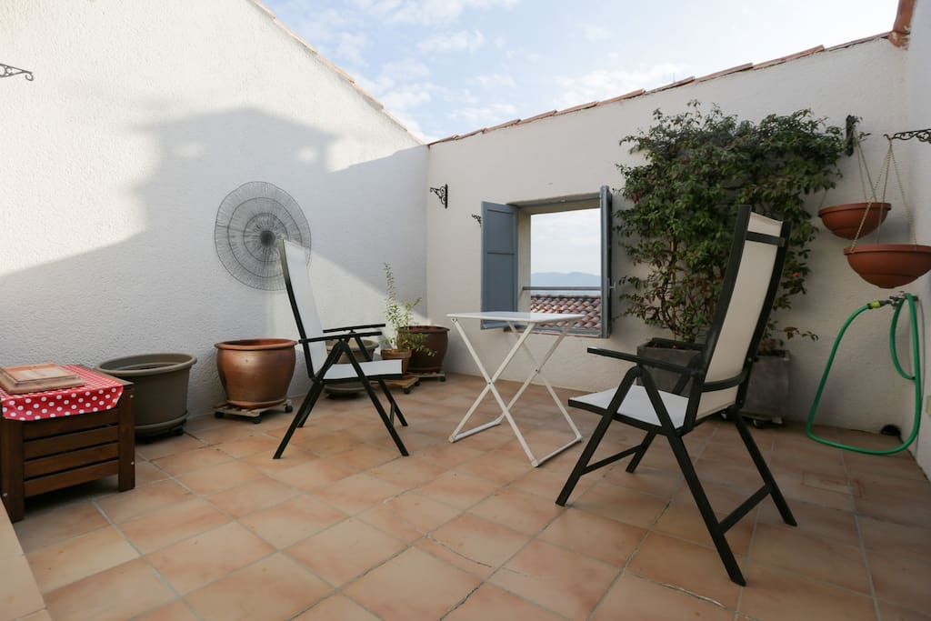 Rooftop terrace with table and 4 chairs