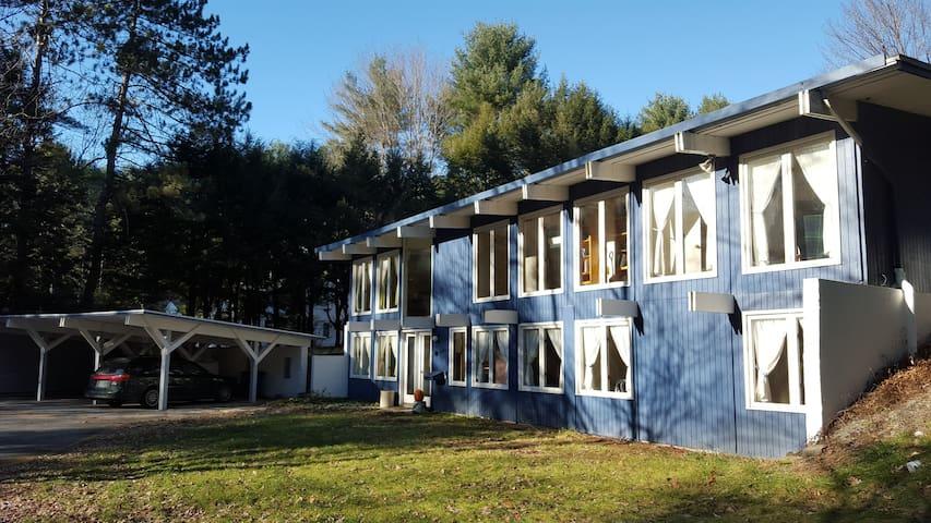 Complete home (2300 sqft, 1 acre) near Dartmouth