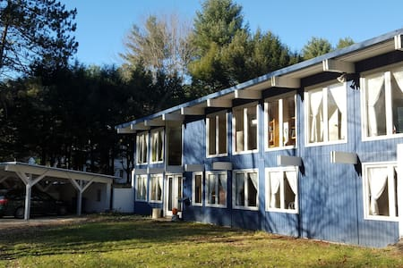Complete home (2300 sqft, 1 acre) near Dartmouth - Hanover