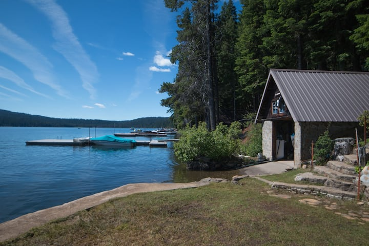 Historic Cabin on Lake of the Woods, West Side
