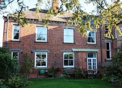 B&B set in a country estate (Double Room - F/berg) - North Yorkshire