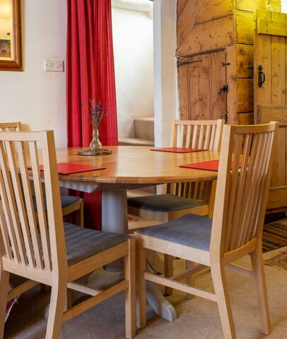 Accommodation in Cosy Cottage Crediton near Exeter