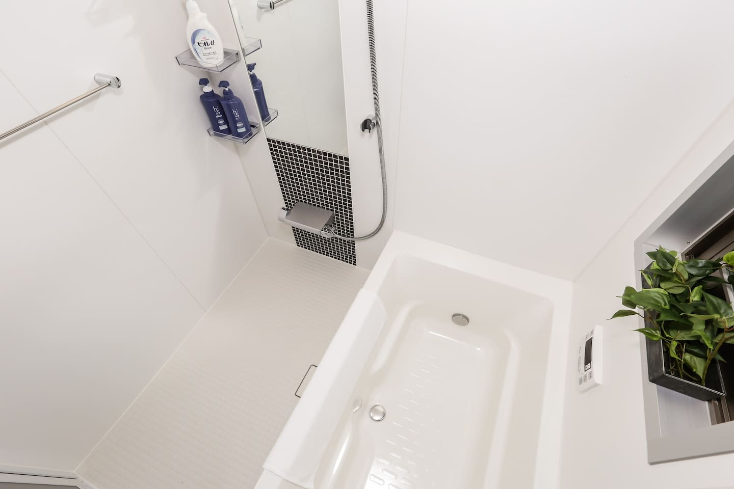 16-3) HUGE BATHTUB in Shinsakae-machi district - Apartments for Rent ...