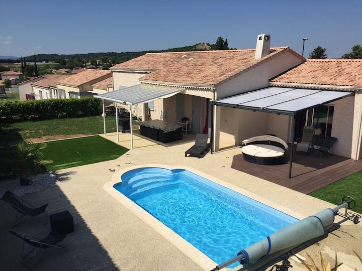 Au cœur de la Drôme Ardèche. Lieu calme : piscine