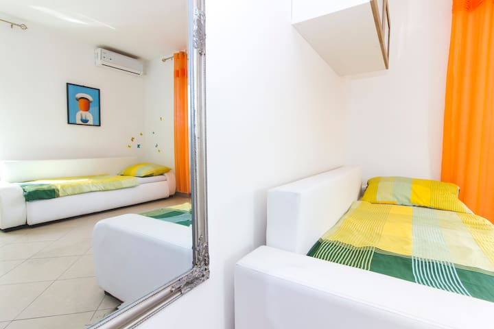 Novalja center apartment 2-4 person