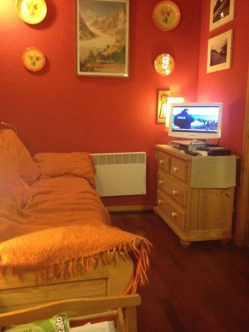 angolo TV e divano letto I° piano