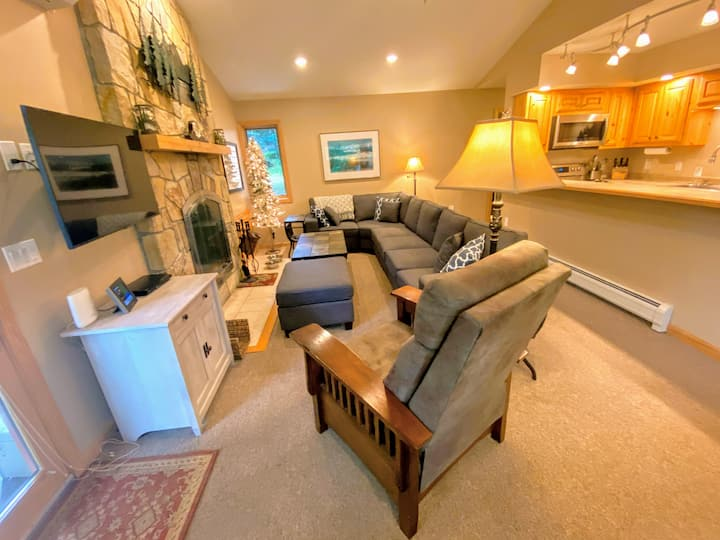 New! FC42 Renovated family cottage with high class upgrades! Great ski access, large private yard, AC, new lower level and appliances, Sonos