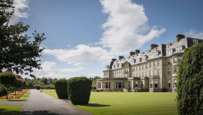 Access to Gleneagles Hotel