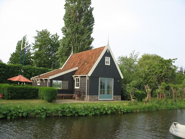 Beautiful cabin overlooking the Dutch polder - De Rijp - 단독주택