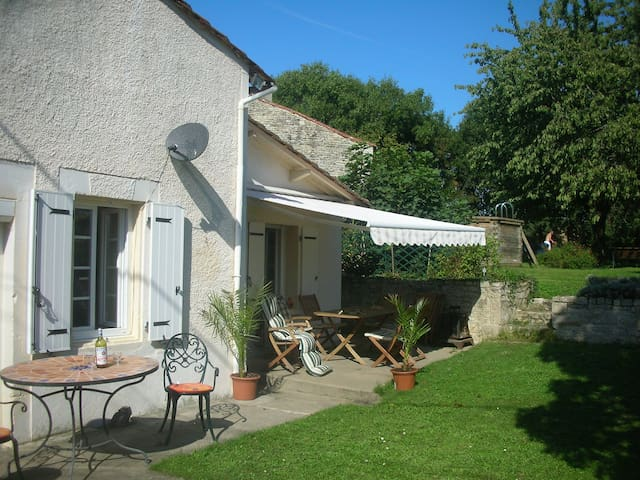 Country Holiday Home ,Large Garden - Luxé