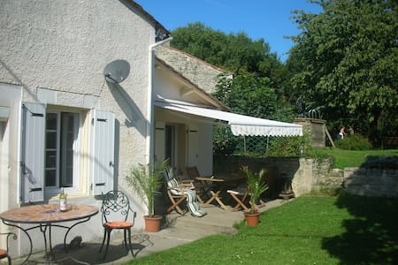 Country Holiday Home ,Large Garden - Luxé - Talo