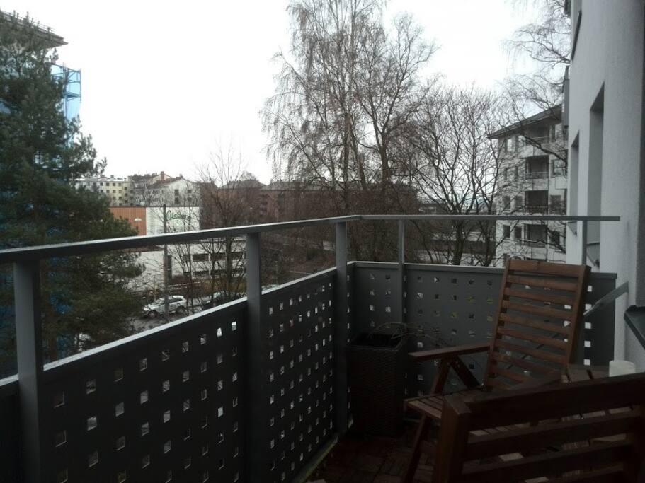 Østvendt balkong med formiddagssol