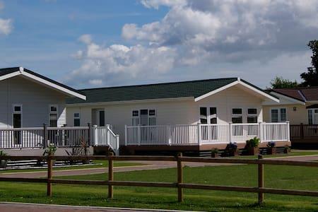 3 Bedroom Luxury Lodge at Elm Farm - Clacton-on-Sea