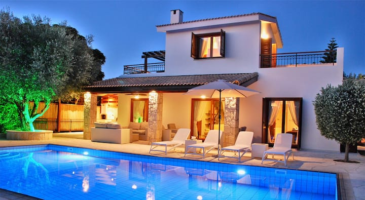 Lovely Villa Pera with large private gardens