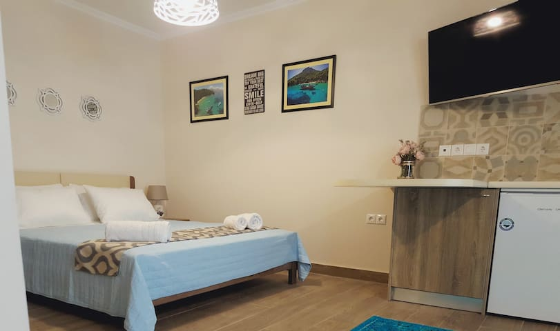 KALAMOS: Brand-new luxury studio nr Nidri seafront