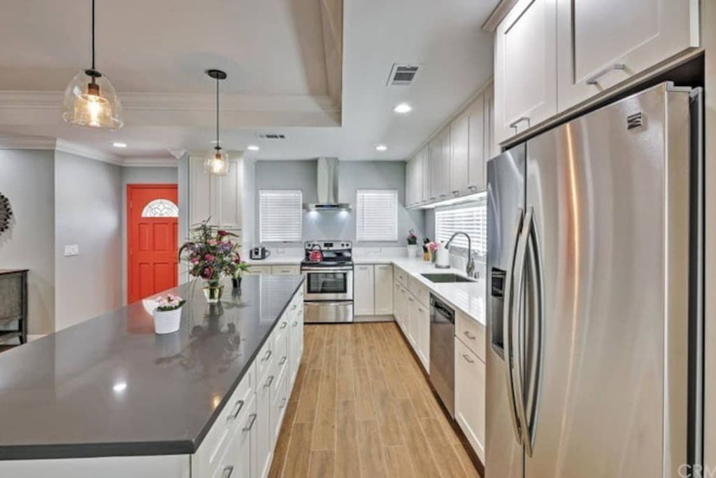 Kitchen with full size appliances and breakfast bar.
