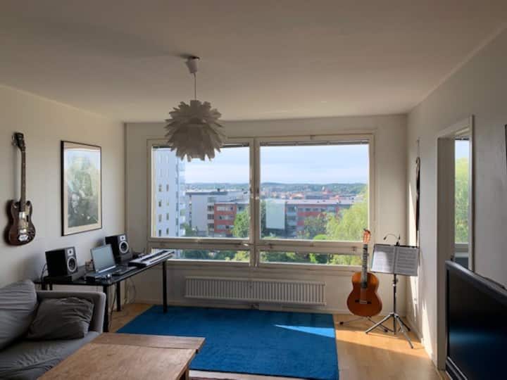 Big, bright studio, ideal location&fantastic view!
