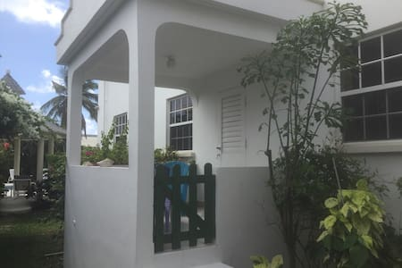 Cozy two bedroomed apartment - St philip
