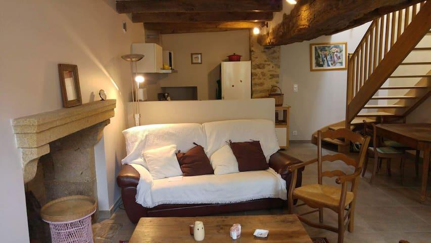 Calme et convivialité en plein bourg - Beaurepaire - Casa