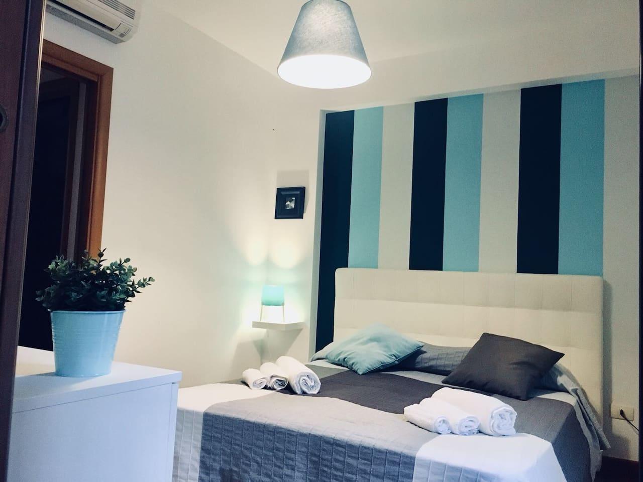 La camera da letto principale della casa ha anche un proprio bagno in camera con accesso diretto dalla stessa ed ottimamente climatizzata
