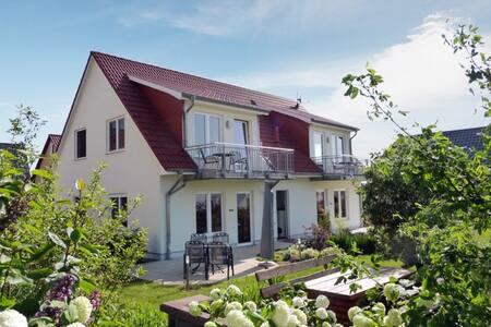 Strandnah und ruhig gelegene Dachgeschoss-Wohnung - Loddin - Byt