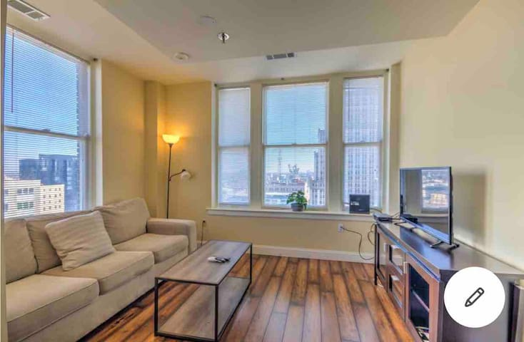 14th Floor 2 Bedroom Apt Downtown with WIFI!
