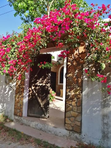 Aravali House - Rural Retreat in the Rose Gardens - Pushkar - Bungalou