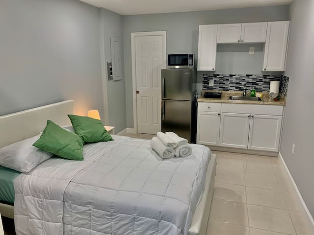 Studio Apartment With Private Kitchen and Bathroom