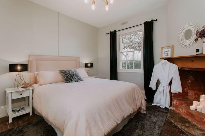 The Retreat Queen Bed Room