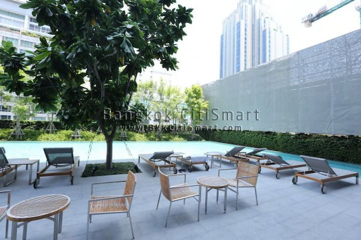 Luxurious 1 BR Apartment / WIFI / Pool / BTS Nana - Bangkok - Appartement