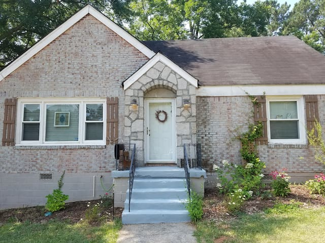 Cozy artist home outside the EAV. - Decatur - House