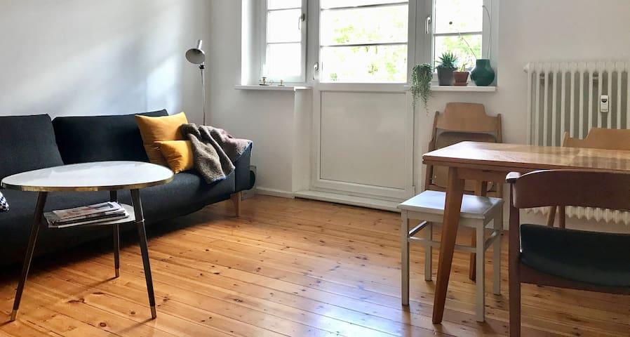 Beautiful room with sunny balcony in Neukölln