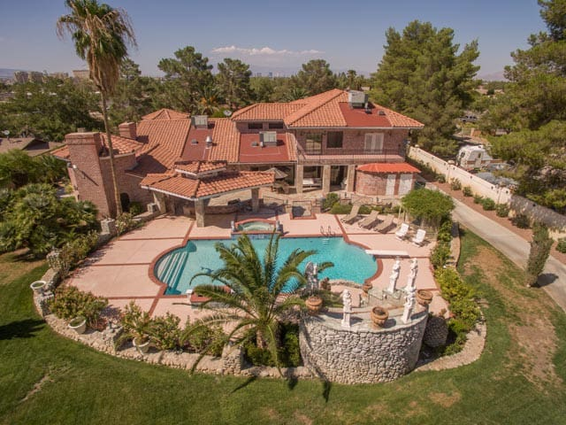 Resort Style Estate Home Near Strip - Las Vegas - Casa