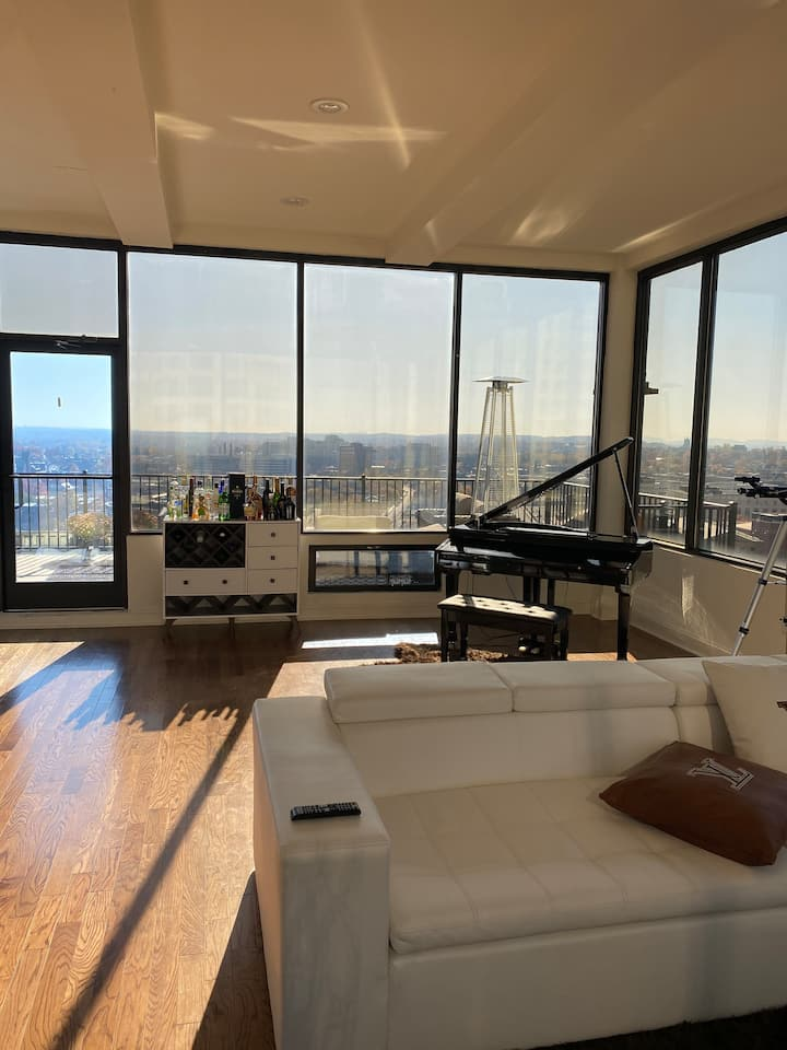 Luxurious Penthouse Suite with magnificent view!