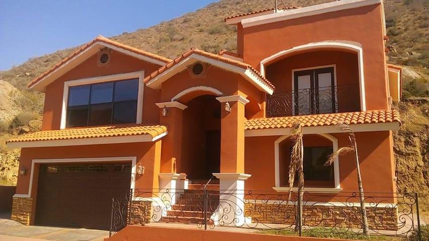 Casa amplia y tranquila en Baja Country Club - Ensenada - Huis