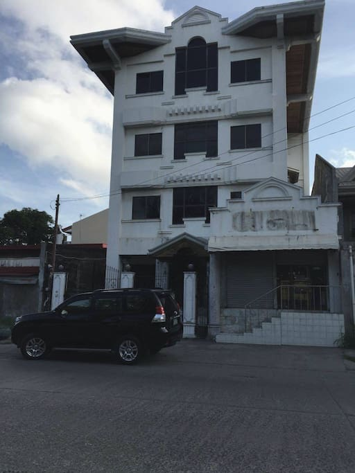 4 storey building Available for Rent: 3rd floor